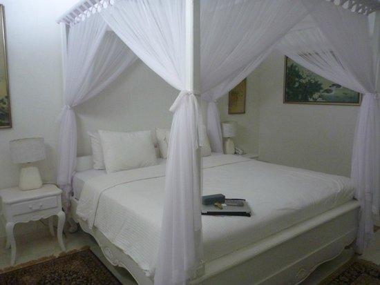 Hotel Puri Tempo Doeloe: bed