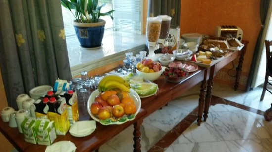 Il-Girna Residence : Breakfast is served