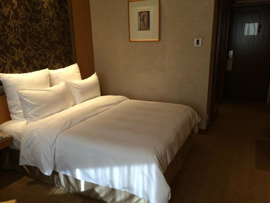 M Hotel Singapore: The bed - very comfortable