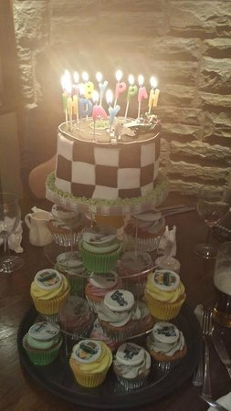 Cups'n'Cakes: Beautiful birthday cake made for my Son by Diane at cupsncakes.