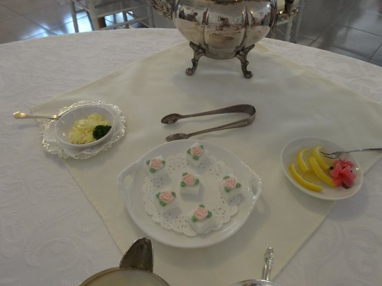 Tea & Niceties: Even the sugar is pink and each cube is beautifully decoratoed