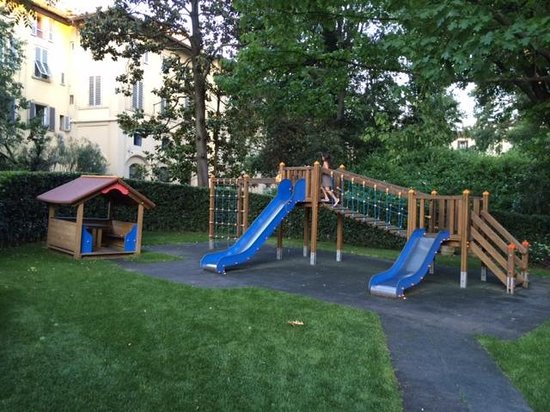 Four Seasons Hotel Firenze: Playground in the gardens