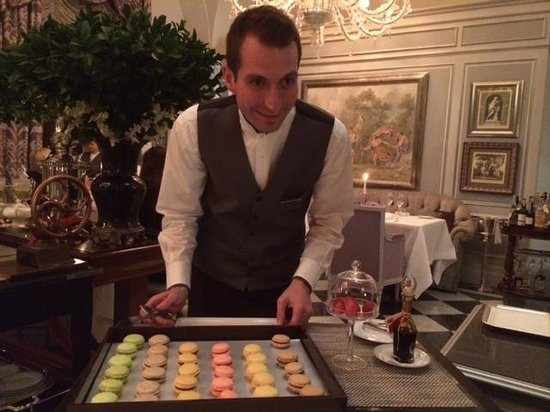 Four Seasons Hotel Firenze : Eeny Meeny Miney Mo.  Il Palagio Dessert Options