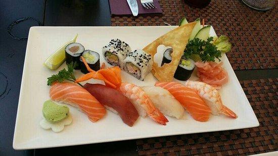 Sushi Mex  - Boulevard El Faro: Maki y sushi variado. 12 piezas. 19,9€