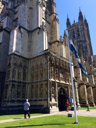 Canterbury Cathedral Lodge : Welcome to Cantebury Catherdral