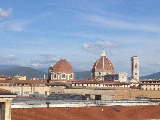 Delle Nazioni Hotel: View from our balcony hotel Delle Nazioni Florence!
