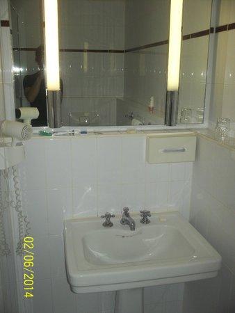 Hotel Deutsches Theater: ванная