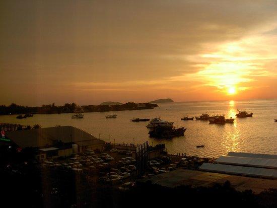 Le Meridien Kota Kinabalu: sunset