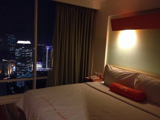 HARRIS Suites FX Sudirman: Great view of the city at night