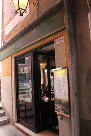 Vino Vino : Restaurant front