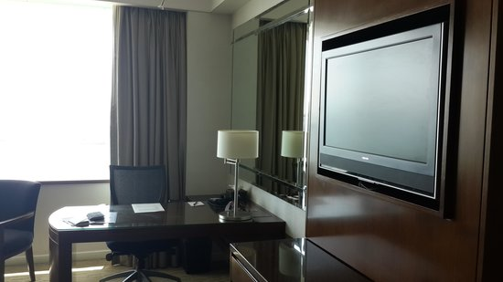 Crowne Plaza Dubai Festival City: the Desk