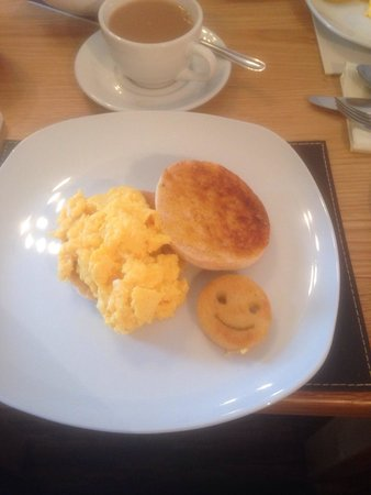 Lawton Court Hotel: Made a joke to Scott that a smiley face would make my day! And so I got one ever day from then o