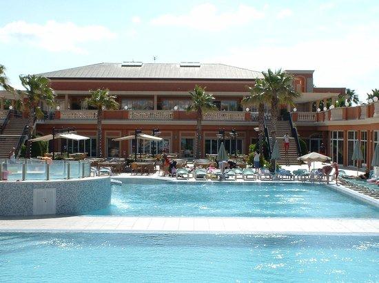 Holiday Village Menorca: Pool area