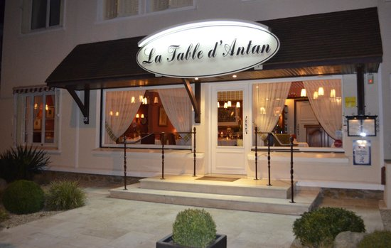 La Table D'Antan: Le restaurant la nuit