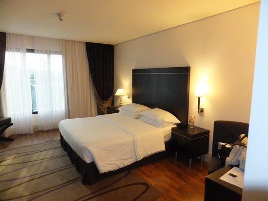 Sheraton Tirana Hotel: Master bedroom