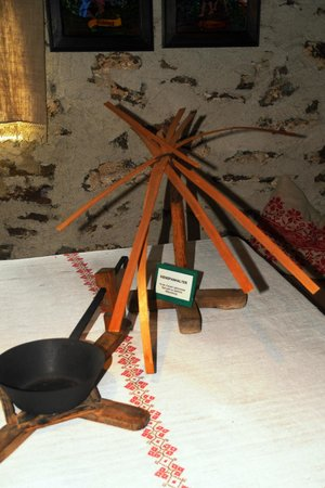 Holzmuseum: KIENSPANTISCHLAMPE
