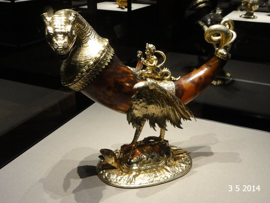 Kunsthistorisches Museum: The dragon drinking horn