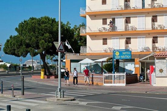 Hotel Rosa Nàutica : вид снаружи
