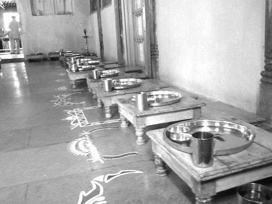 Gulmohar Homestay: Hotel Sanskruti - Lunch Thali