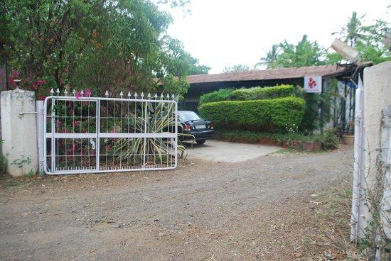Gulmohar Homestay: Main Entrance
