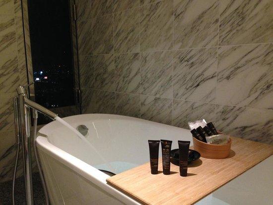 Intercontinental Hotel Osaka: 部屋の浴室