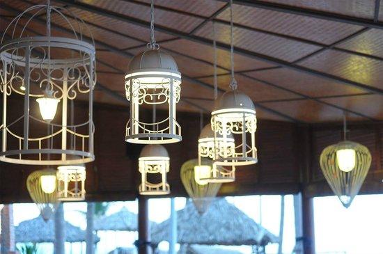 Furama Resort Danang : Steak House The Fan - Decorations