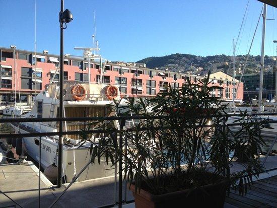 NH Collection Genova Marina: Visuale dalla sala colazione esterna