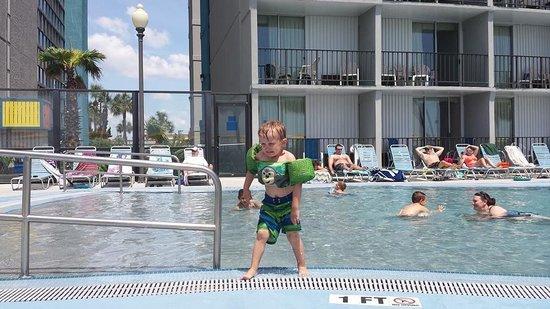 Dayton House Resort: fun at the  pool