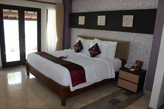 The Club Villas: king bed ......great bed very comfortable