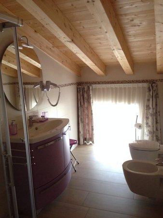 B&B La Casa di Rosa: bagno mansardato