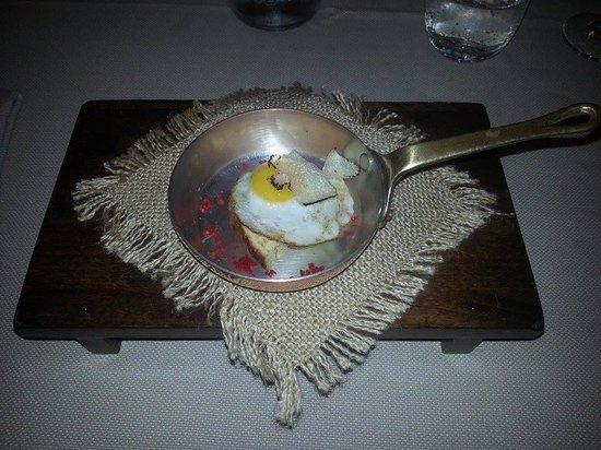Preludio: oeuf de caille sur toast, petite attention du chef en attendant le repas