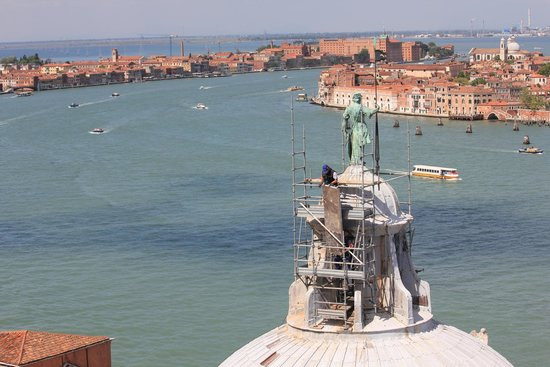 San Giorgio Maggiore: See the work man doing some cleaning work