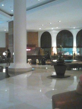 Cleopatra Luxury Resort Sharm El Sheikh: Hotel lobby area with Pianist