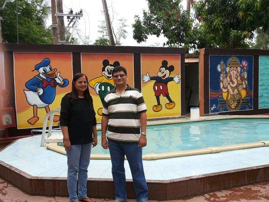 Hotel Shakti International: Hotel pool good for kids.