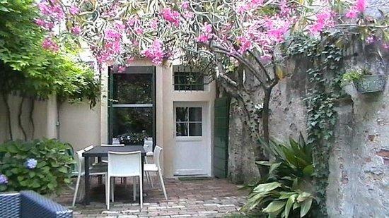 19 Borgo Cavour: cortile