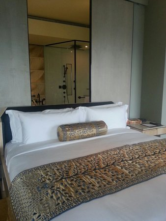 Keraton at The Plaza, a Luxury Collection Hotel : Bed