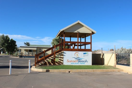 Sunset Beach Holiday Park: Einfahrtsbereich
