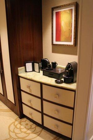 Conrad Macao Cotai Central: 캡슐 리필해 주는 네스프레소 커피머신