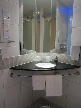 Holiday Inn Express Marseille-Saint Charles: Standard room