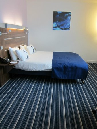 Holiday Inn Express Marseille-Saint Charles: Standard room