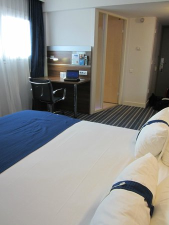Holiday Inn Express Marseille-Saint Charles : Standard room