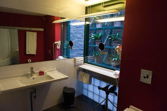 Casa Camper Hotel Barcelona: Bathroom of suite No.35