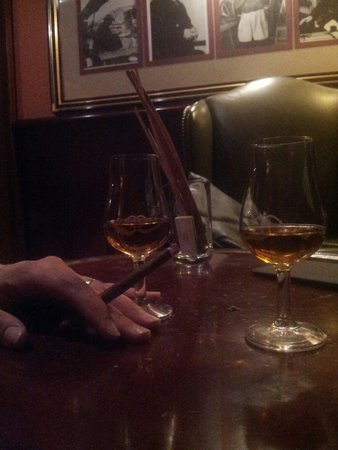 Le Glacon Rouge: Havana Lounge