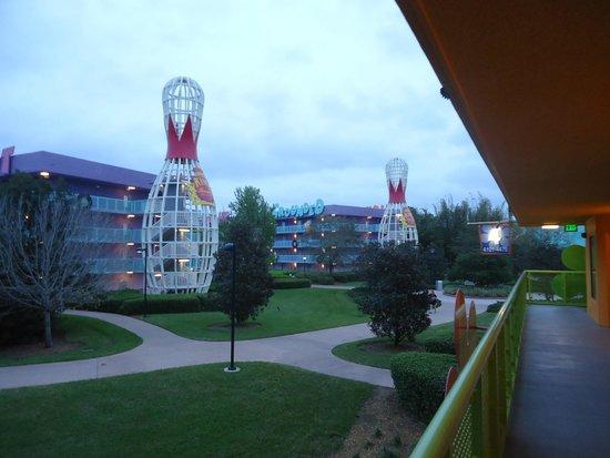 Disney's Pop Century Resort : Внутренний двор отеля