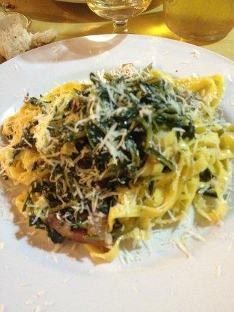 Osteria Da Checco Ar 65: Fettuccine alla cicoria, guanciale e pecorino