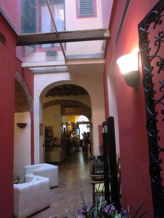 Porta Faenza: Foyer
