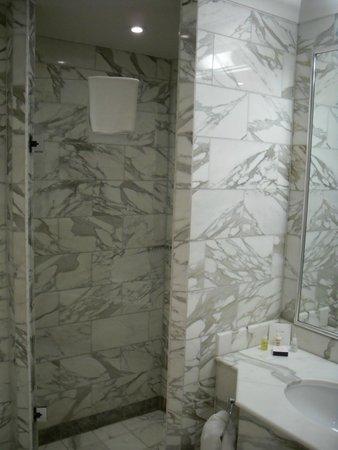 Celtic Manor Resort: Bathroom
