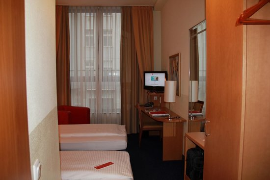 H+ Hotel Berlin Mitte : The room