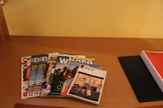 H+ Hotel Berlin Mitte : City guides in the room