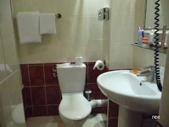 Royal Magda Etoile Hotel: バスルーム